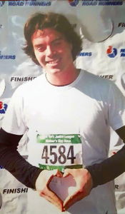 The late Sean O'Neill is shown at the Mother's Day Marathon in New York City in 2006. He dedicated the race to his mother, Debbie.